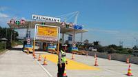 Hampir setahun lamanya tiga gerbang Tol (GT) Palimanan Cirebon ditutup sejak Tol Cipali beroperasi. (Liputan6.com/Panji Prayitno)
