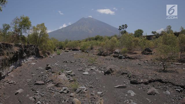 Gubernur Bali Erupsi Gunung Agung Bukan Ancaman Bagi Pariwisata