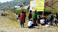 Sejumlah foto DPO kelompok OPM di Puncak Jaya yang diumumkan oleh Polda Papua. (Liputan6.com/Katharina Janur)