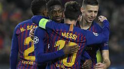 1. Barcelona - Lionel Messi dan kolega berpotensi mencatatkan sejarah baru. Tim Catalan tersebut berpotensi menjadi tim pertama yang meraih treble winner sebanyak tiga kali dalam musim ini. (AFP/Lluis Gene)