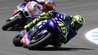 Pembalap Movistar Yamaha, Valentino Rossi finis kelima MotoGP Spanyol 2018 di Sirkuit Jerez. (JAVIER SORIANO / AFP)