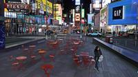 Seorang wanita berjalan melalui Times Square di New York, Senin, (16/3/2020). Gubernur Andrew Cuomo mengatakan restoran dan bar akan pindah ke layanan take-out dan pengiriman saja imbas merebaknya penyebaran Covid-19. (AP Photo/Seth Wenig)