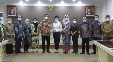 Wagub Sulut Steven Kandouw menyambut kedatangan Komisi IX DPR RI.