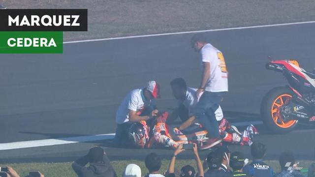 Berita video momen pembalap Repsol Honda, Marc Marquez, sempat cedera saat selebrasi juara dunia MotoGP 2018 karena rider Aprilia Gresini, Scott Redding, Minggu (21/10/2018).