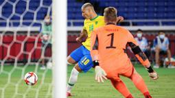Pada laga di Yokohama International Stadium, Kamis (22/7/2021) malam WIB, Brasil sudah membuka gol pada menit ke-5 lewat sepakan keras Richarlison ke pojok atas gawang Jerman setelah percobaan pertamanya mampu ditepis kiper Florian Mueller. (Foto: AFP/Yoshikazu Tsuno)
