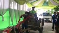Wisuda naik traktor (Facebook/Info Wong Tulungagung)