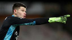 Illan Meslier. Kiper asal Prancis berusia 21 tahun yang memperkuat Leeds United ini sukses membuat 140 saves dalam 35 penampilannya musim ini. Berkat ketangguhannya juga Leeds dibawa promosi ke Premier League musim ini setelah 16 tahun berjuang di kasta yang lebih rendah. (AFP/Nick Potts/Pool)