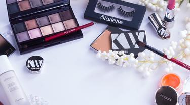 ilustrasi produk kecantikan - makeup