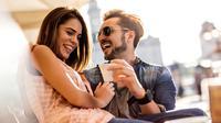 Seberapa sering kamu dan pasangan tertawa bersama ternyata dapat mempengaruhi kualitas hubungan. (Foto: rd.com)