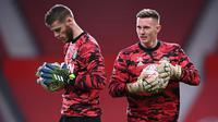 Kiper Manchester United, David De Gea (kiri) dan Dean Henderson. (AFP/Laurence GriffithsYus mei)