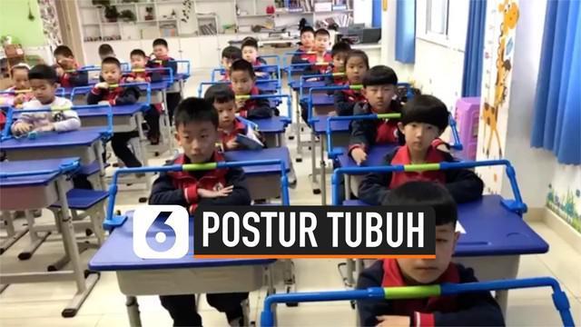 Sebuah sekolah dasar di Baoji, Cina memasang pembatas di atas meja untuk membantu memperbaiki postur murid ketika menulis. Para orang tua murid setuju dan mendukung ide ini.