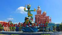 Salah satu destinasi Kenjeran Park yang wajib kamu datangi adalah Atlantis Land Park yang mengusung konsep petualangan ala Disneyland.