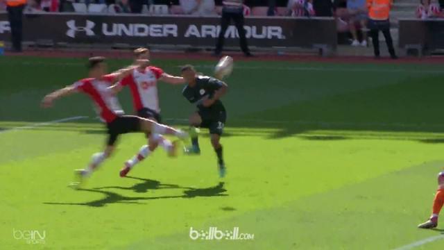 Manchester City jadi klub pertama yang meraih 100 poin di Premier League. This video is presented by Ballball.