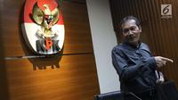 Wakil Ketua KPK, Saut Situmorang usai menyampaikan keterangan terkait pengembangan kasus korupsi e-KTP di Gedung KPK, Jakarta, Selasa (13/8/2019). KPK menetapkan empat tersangka baru sehingga hingga kini telah memproses 14 orang yang terlibat dalam kasus tersebut. (Liputan6.com/Helmi Fithriansyah)