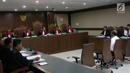 Mantan Direktur Utama PT Asuransi Jasindo, Budi Tjahjono menjalani sidang dakwaan di Pengadilan Tipikor, Rabu (5/12). Budi terjerat kasus pembayaran komisi fiktif dalam pengadaan asuransi oil dan gas pada BP Migas-KKKS. (Liiputan6.com/Herman Zakharia)