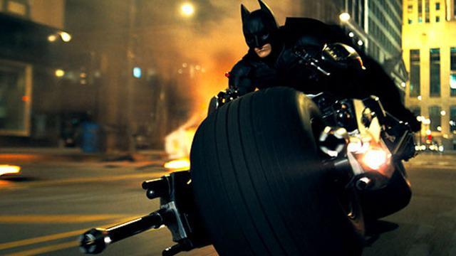 Perfilman Hollywood banyak menyajikan adegan-adegan berbahaya, terutama film bergenre action. Tak heran dari berbagai film itu, ada yang sampai menelan korban jiwa.