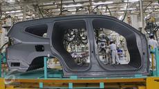 Pabrik dari PT Mitsubishi Motors Krama Yudha Indonesia (MMKI) memiliki kapasitas produksi 160 ribu unit per tahun), Cikarang, Bekasi, Jawa Barat, Selasa (25/4). (Liputan6.com/Angga Yuniar)
