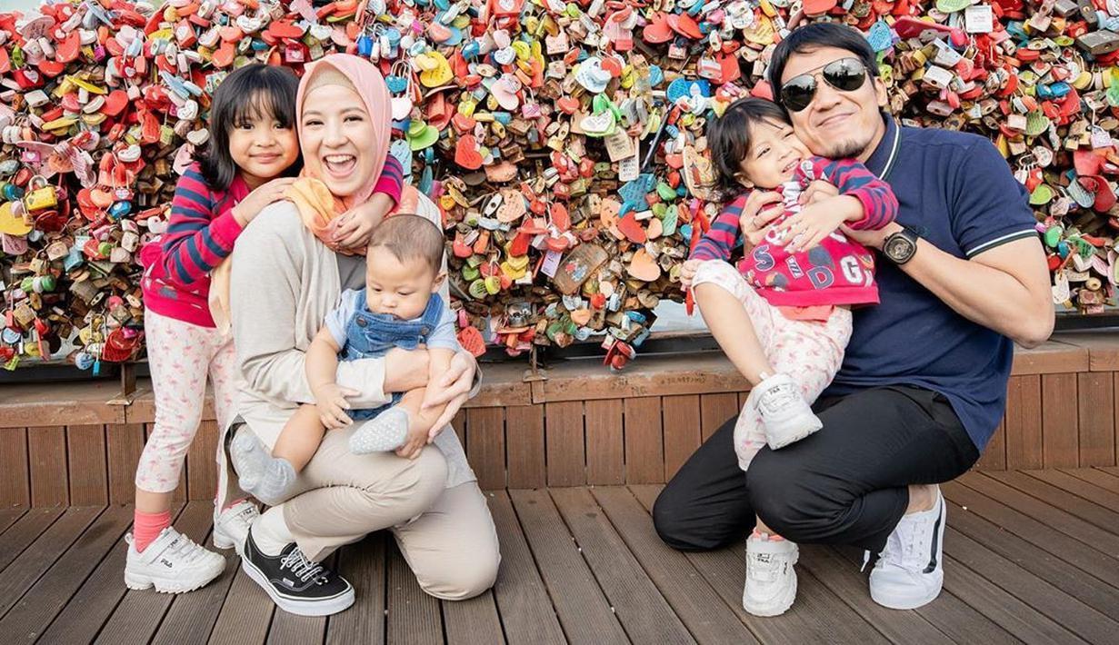 Natasha Rizky dan keluarga liburan di Korea. (Instagram/natasharizkynew)