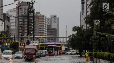 Jalan MH Thamrin Tak Luput dari Banjir