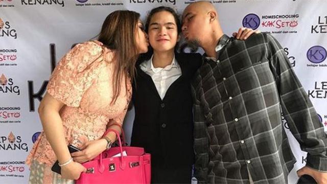 Momen pertemuan Maia Estianty dan Ahmad Dhani usai bercerai.