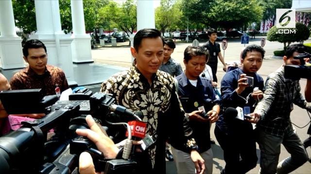 Agus Harimurti Yudhoyono (AHY) mengundang Presiden Joko Widodo untuk hadir pada peresmian The Yudhoyono Institute Kamis (10/8/2017) malam di Jakarta.