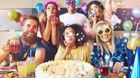Merayakan ulang tahun bersama teman-teman/Shutterstock.