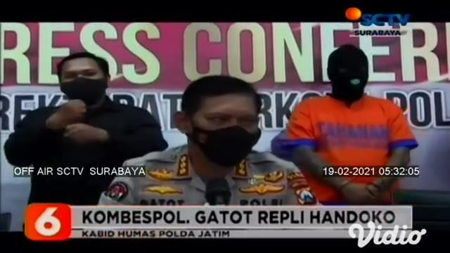Setelah malang melintang menjadi budak narkoba, dua orang sindikat narkoba berinisial IS dan ES asal Surabaya ditangkap Ditresnarkoba Polda Jatim. Dari tangan tersangka, polisi menyita barang bukti narkoba jenis sabu-sabu seberat 6 kilogram.