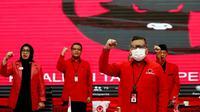 Sekjen PDIP Hasto Kristiyanto Bersama Jajaran DPP PDIP Saat Penguman Calon Kepala Daerah Gelombang V. (Foto: Dokumentasi PDIP).