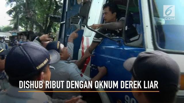 Petugas Dishub menangkap bebetrapa oknum derek liar yang meresahkan masyarakat. Petugas juga menyita 3 mobil derak yang digunakan dalam operasi
