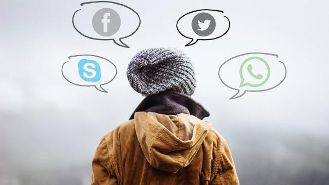 Ilustrasi serbuan media sosial kepada kehidupan manusia. (Sumber Pixabay)