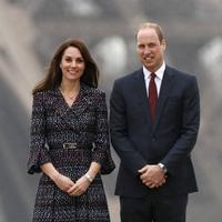 Saat ini Kate berusia 35 tahun, artinya dalam waktu lima tahun ia akan kembali memiliki dua orang anak. Untuk saat ini, bersama Pangeran William ia telah memiliki dua orang anak, Prince George dan Princess Charlotte. (AFP/Bintang.com)