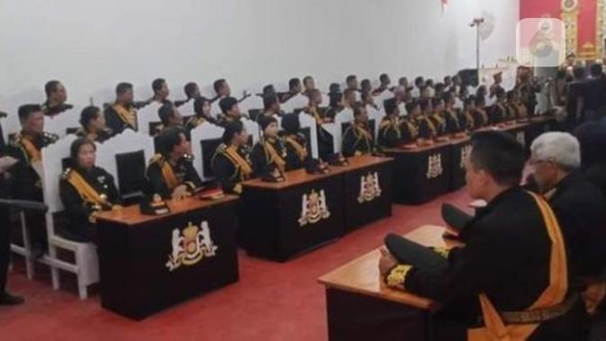 Suasana sidang Kerajaan Agung Sejagad, terlihat serius. (foto: Liputan6.com/FB/edhie prayitno ige)