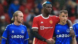 Paul Pogba. Gelandang Prancis berusia 28 tahun ini didatangkan Manchester United dari Juventus pada 8 Agustus 2016 dengan nilai transfer 93,2 juta pounds. Total 5 musim, ia telah bermain dalam 199 laga di semua kompetisi dengan mencetak 38 gol. (Foto: AFP/Lindsey Parnaby)