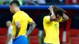 Bek Brasil, Marcelo bereaksi terhadap kekalahan timnya dari Belgia pada laga perempat final Piala Dunia 2018 di Stadion Kazan Arena, Jumat (6/7). Timnas Brasil takluk 1-2 di tangan timnas Belgia. (BENJAMIN CREMEL/AFP)