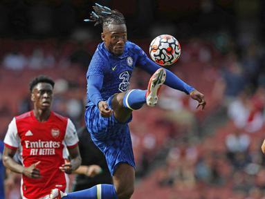 Michy Batshuayi - Penampilan apiknya bersama Marseille membuat Chelsea rela menggelontorkan dana hingga 39 juta euro untuk memboyongnya. Namun sayang bomber Belgia itu tak pernah menjadi pilihan utama di Chelsea sehingga harus rela dipinjamkan ke sejumlah klub. (Foto: AFP/Adrian Dennis)