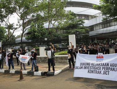 Aksi serikat Pekerja Petikemas Depan Kejagung