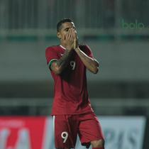 Ekspresi Beto Goncalves saat gagal mencetak gol ke gawang Korea Selatan U-23 pada laga uji coba di Stadion Pakansari, Bogor, (23/6/2018).  Indonesia U-23 kalah 1-2 dari Korea U-23. (Bola.com/Nick Hanoatubun)