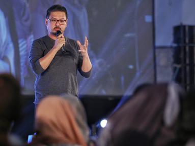 CEO Kapanlagi Youniverse, Steve Christian menjadi pembicara dalam acara Emtek Goes to Campus (EGTC) 2018 di Dome Universitas Muhammadiyah Malang, Kamis (27/9). Steve memberikan sharing motivasi perjalanan hidupnya menjadi CEO. (Liputan6.com/Johan Tallo)