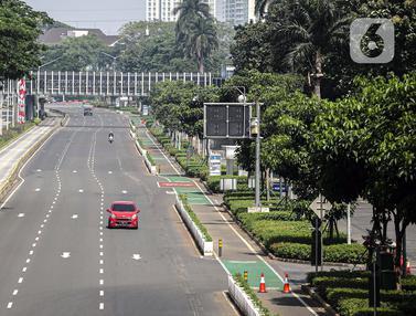 FOTO: Sepinya Jalan Utama Jakarta di Masa PPKM Darurat