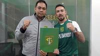 Damian Lizio resmi ke Persebaya. (Bola.com/Dok. Persebaya)
