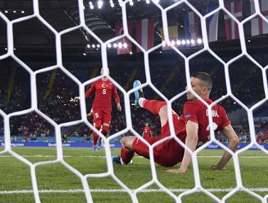 Foto Piala Eropa: Gol Bunuh Diri Merih Demiral Bukan yang Pertama di Euro, Tapi yang Pertama di Laga Pembuka