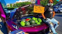 Jual semangka pakai Lamborghini Aventador (Twitter/yasharrapfa)