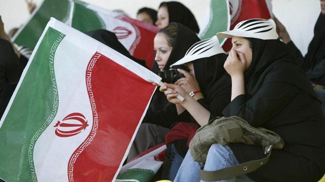 Akhirnya, Perdana dalam 40 Tahun Iran Izinkan Wanita Tonton Bola di Stadion