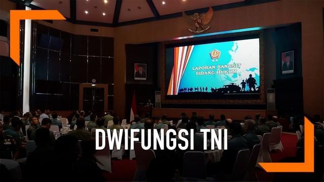 Panglima TNI Marsekal TNI Hadi Tjahjanto menegaskan, isu aktifnya kembali dwifungsi TNI adalah omong kosong. Hal itu diungkap dalam acara Silaturahmi dengan Komunitas Perwira Hukum TNI.