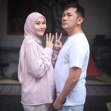 Zaskia Adya Mecca dan Hanung Bramantyo. (Foto: Instagram @zaskiadyamecca)