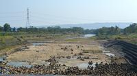 Debit Bendungan Menganti, Sungai Citanduy, Jawa Barat, menurun menyusul kemarau panjang 2019. (Foto: Liputan6.com/Muhamad Ridlo)