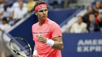 Petenis Spanyol, Rafael Nadal, melakukan selebrasi usai mengalahkan petenis Rusia, Andrey Rublev, pada laga turnamen AS Terbuka di New York, Rabu (6/9/2017). Nadal menang 3 set langsung 6-1, 6-1 dan 6-2 atas Andrey Rublev. (AP/Adam Hunger)