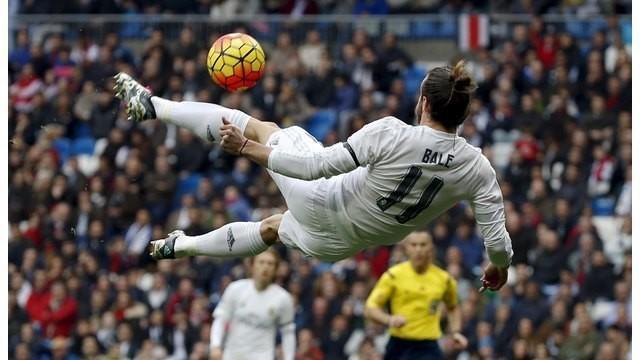 Trio berbahaya Real Madrid yakni Karim Benzema, Gareth Bale dan Cristiano Ronaldo yang dijuluki trio BBC tampil menggila dan memporak-porandakan gawang Rayo Vallecano dengan skor 10-2 di Santiago Bernabeu, Minggu (20/12/2015).