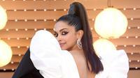 "Aktris Bollywood, Deepika Padukone berpose ketika tiba untuk pemutaran film ""Rocketman"" di karpet merah Festival Film Cannes 2019 di Prancis pada Kamis (16/5/2019). Rambutnya yang panjang ditata dengan gaya ekor kuda tinggi sampai atas kepala. (Arthur Mola/Invision/AP)"