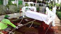 Jenazah Rachmawati Soekarnoputri dimakamkan di TPU Karet Bivak, Tanah Abang, Jakarta Pusat. Almarhum dimakamkan dengan protokol kesehatan Covid-19. (foto: tangkapan layar).